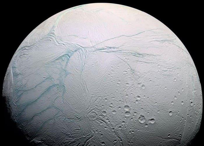Há chances de Encélado possuir vida extraterrestre.